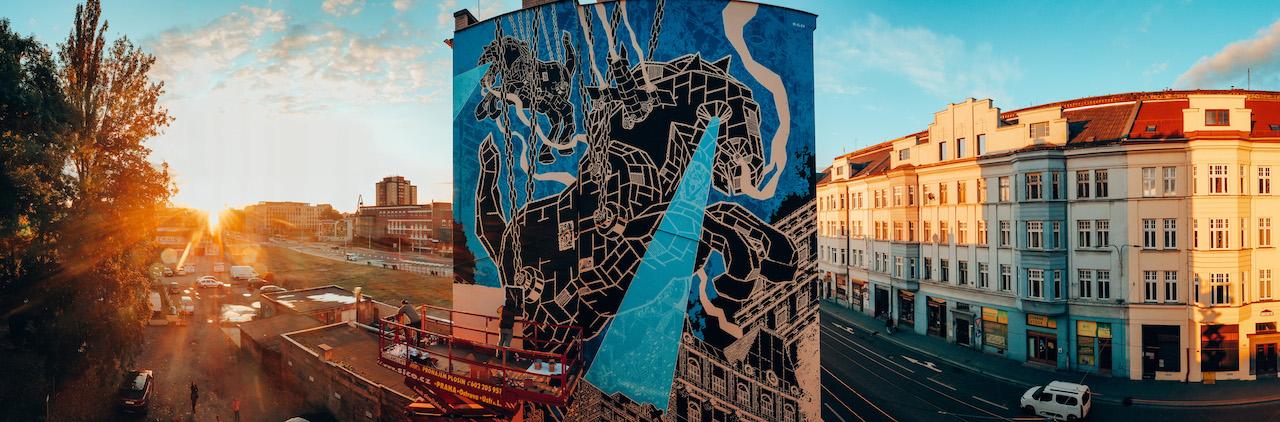 Fotografie muralu SKOK polského streetartového umělce Mariusze Warase
